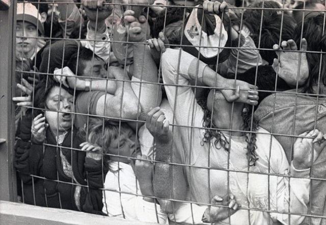 """15 апреля 1989 года. Шеффилд. Англия. На стадионе """"Хиллсборо"""" во время полуфинального матча с """"Ноттингем Форест"""" на Кубок Англии в Шеффилде произошла самая страшная трагедия в британском футболе."""