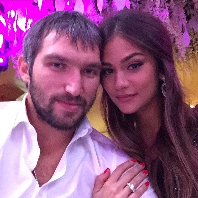 В октябре 2015 спортсмен опубликовал снимок с невестой, на пальчике которой блестит кольцо с роскошным бриллиантом.