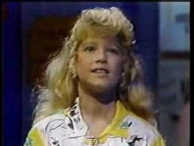 Это привело к тому, что ее заметили продюсеры знаменитого в Америке детского проекта Kids Incorporated – смесь комедийного жанра и мюзикла, и это позволило будущей звезде заявить о себе в полной мере.