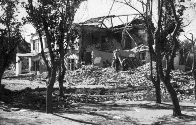 Мощное землетрясение почти полностью стерло с лица земли город Ашхабад и разрушило до 98% строений. Возможное число погибших непосредственно в Ашхабаде было огромным - 36-37 тысяч человек, то есть погиб почти каждый третий житель города.