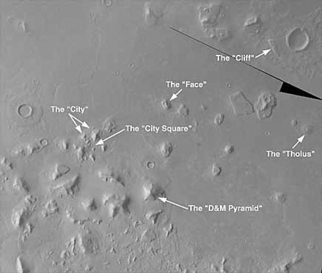 """Неподалеку от """"марсианского лица"""" энтузиасты нашли пятигранную пирамиду весьма правильной формы ."""