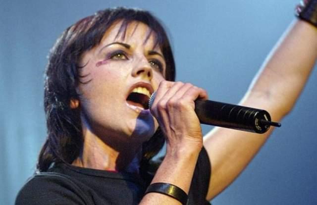 В марте 2017 года группа выпустила альбом Something Else, но европейский тур в поддержку пластинки пришлось отменить из-за проблем Долорес с позвоночником. Также О'Риордан страдала биполярным расстройством, которое усугубилось после развода.