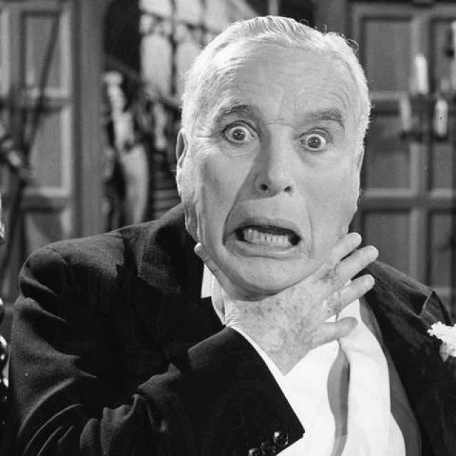Напомним, что Чаплин прожил в США 40 лет, но так и не получил гражданства. Более того, с 1952 году вьезд в США был ему закрыт, а для получения визы ему было нужно ответить комиссии департамента иммиграции по ряду обвинений политического порядка, а также на обвинение в моральной распущенности.
