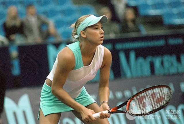 В 2003 году Курникова получила очередную травму спины и покинула спорт.