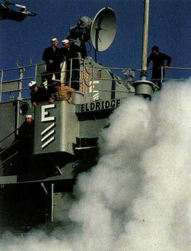 """Для этого на борту эсминца """"Элдридж"""" были установлены четыре мощных генератора электромагнитных колебаний, которые по замыслу ученых должны были создать вокруг корабля невидимый """"электромагнитный кокон""""."""