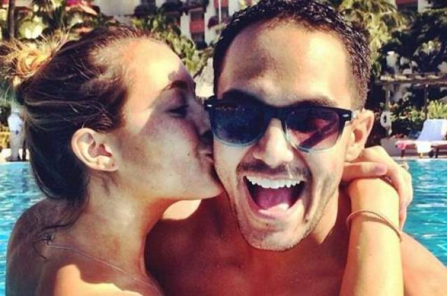 Алекса Вега и Карлос Пена Пара поженилась еще в 2010 году и уже 10 счастливых лет продолжает делиться с поклонниками совместными фотографиями.