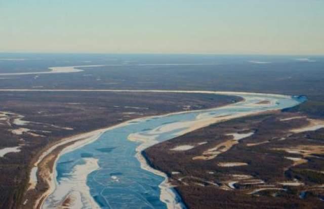 """Вилюйские котлы в """"Долине Смерти"""" Эта аномальная зона находится в Якутии, в долине реки Вилюй. Якуты называют это место """"Елюю черкечех"""" - """"Долина Смерти"""". Здесь расположены большие металлические полусферы диаметром 8-10 метров. Местные зовут их котлами и запрещают приближаться к ним, поскольку не раз припозднившиеся охотники, решившие переночевать внутри них в студенческую зимнюю пору, после сильно болели и умирали."""