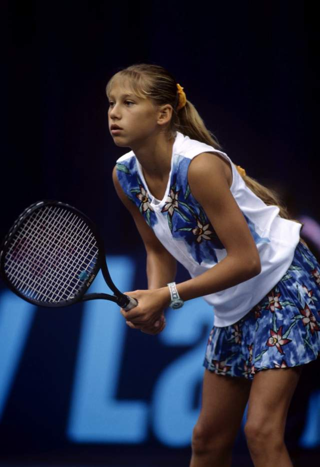 В 1996 году спортсменка выступала на Олимпийских играх в Атланте. Она стала самой молодой участницей олимпийской сборной за всю историю России. В 1998 году одерживает победы над Мартиной Хингис и Линдсей Девенпорт, войдя в топ-20 сильнейших теннисисток планеты.