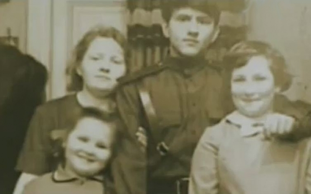 Несмотря на молодой возраст, жизнь Виктора Ильина складывалась довольно непросто. Рожденный в 1947 году в Ленинграде, он был сдан своей биологической матерью в дом ребенка, а затем усыновлен бездетной парой.