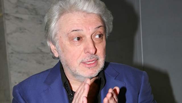 """Помимо музыкальной деятельности, Добрынин регулярно оказывается среди участников различных проектов и мероприятий. В 2017 году стал гостем программы """"Честное слово"""", которую ведет Юрий Николаев."""