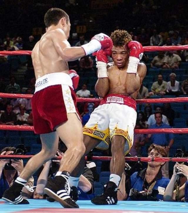 Педро Альказар - Панама, скончался 24 июня 2002 года в возрасте 26 лет Этот панамский чемпион мира был протеже своего легендарного соотечественника Роберта Дюрана, который на похоронах Альказара был в числе тех, кто нес его гроб. 22 июня 2002 года, в бое за мировой титул против известного мексиканского панчера Фернандо Монтиэля Педро, смотрелся неважно. Весь бой он был вялым и малоактивным и уже в 6-м раунде повис на канатах, избиваемый претендентом.