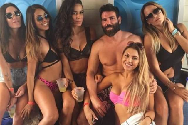 Миллиардер Дэн Билзерян, которого называют королем Instagram, сделал свое состояние на игре в покер.