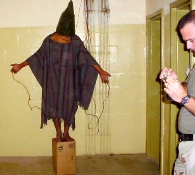 """В конце апреля 2004 года канале CBS в программе 60 Minutes II был показан сюжет о пытках и издевательствах над заключенными тюрьмы Абу-Грейб группой американских солдат. В сюжете были показаны фотографии, которые несколько дней спустя были опубликованы в журнале """"The New Yorker"""". Это стало самым громким скандалом вокруг присутствия американцев в Ираке."""