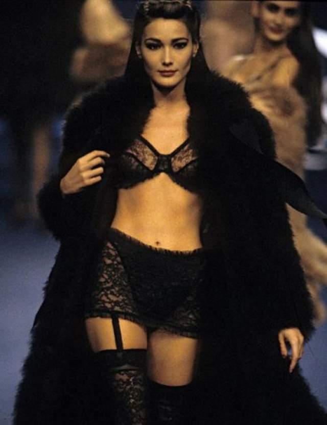 Бывшая модель и певица Карла Бруни смогла добиться практически невозможного. Из любовницы она превратилась в законную жену французского президента Николя Саркози.