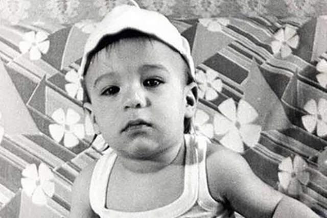 1. Ваня Ургант родился 16 апреля 1978 года в семье актеров.