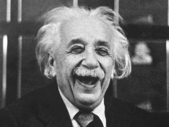 """Альберт Эйнштейн : """"Есть две бесконечные вещи: Вселенная и человеческая глупость. Впрочем, насчет первой я не уверен."""""""