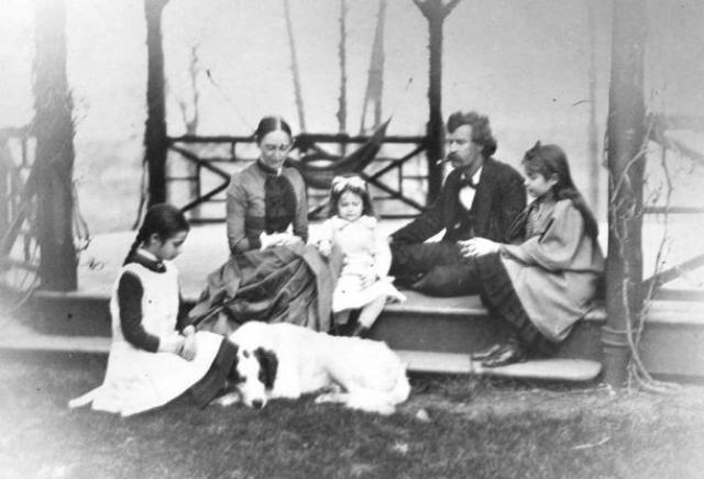 В 1870 году Марк Твен становится по-настоящему популярным, а гонорары за книги и востребованность в качестве журналиста делают его завидным женихом. Он женится на молодой девушке Оливии Лэнгдон, с которой проведет по-настоящему счастливую жизнь.