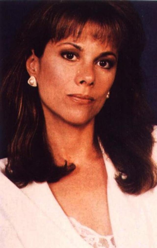 """Нэнси Ли Гран. К """"Санта-Барбаре"""" Нэнси присоединилась в 1985 году, когда ей исполнилось 30 лет. Роль адвоката Джулии Уэйнрайт Кэпвелл, феминистки, матери-одиночки и просто любящей женщины, принесла ей премию """"Эмми"""" в 1989 году."""