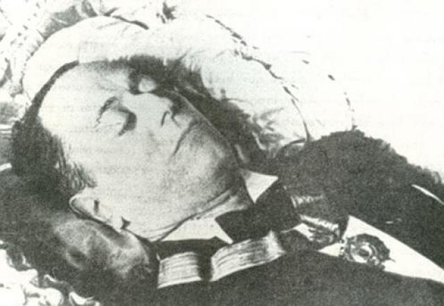 Они были по-настоящему красивой парой, но,увы, счастье длилось недолго: в 1942 году Капабланка скоропостижно скончался от инсульта. Ольга пережила его на 50 лет и еще дважды выходила замуж.