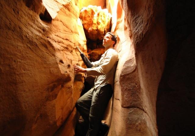 Арон провел в расщелине 5 дней и 7 часов, имея с собой всего 2 буррито. Перед альпинистом стоял выбор жить или умереть.