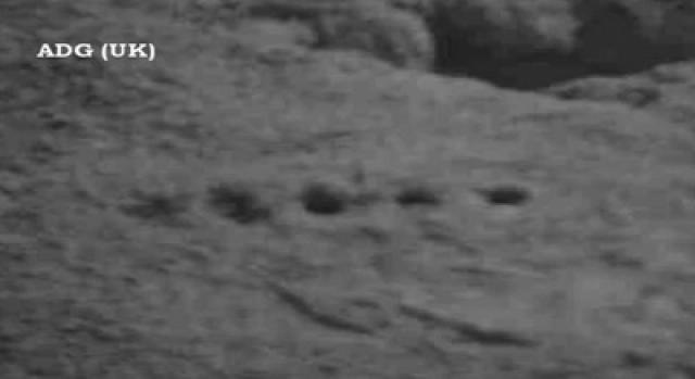 Кроме всего прочего на снимках Curiosity можно разглядеть и странные симметричные дыры.