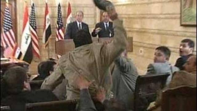 ... и кинул в президента США ботинок, потом журналист нагнулся, взял второй ботинок и кинул его также.