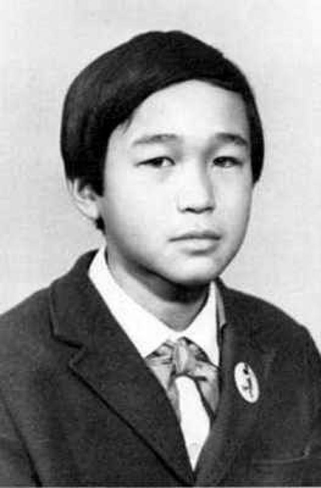 У Виктора с раннего детства проявились художественные способности. Он хорошо рисовал, лепил. С четвертого класса его определили в художественную школу, где он и проучился до 1977 года.