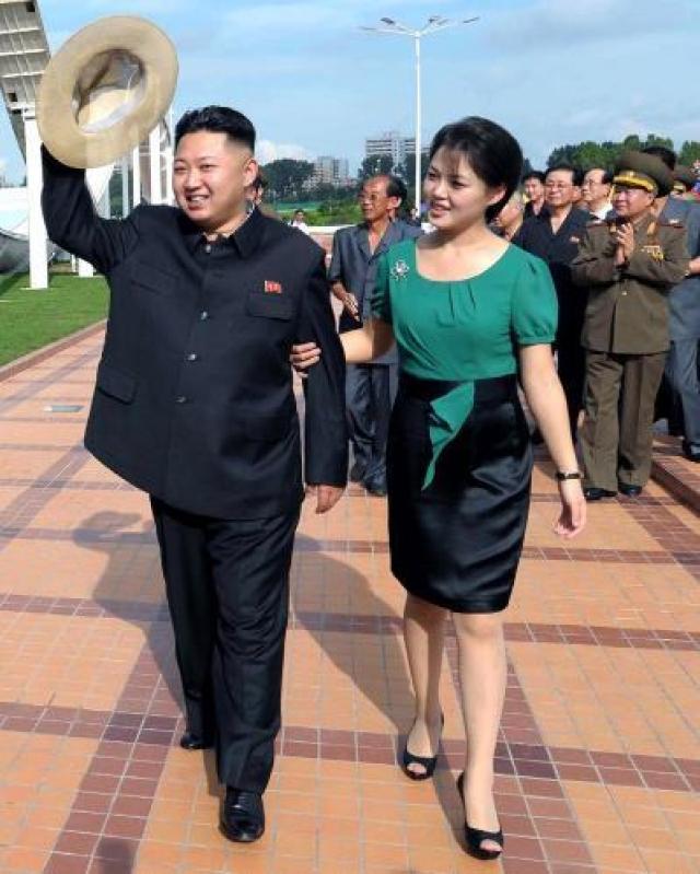 Ли Соль Чжу - супруга лидера КНДР Ким Чен Ына. Впервые об их узаконенных отношениях средства массовой информации КНДР сообщили 25 июля 2012 года. Супружеская чета стала появляться на публике за несколько недель до этого. Предполагается, что Ким Чен Ын узаконил с ней отношения в 2009 году.
