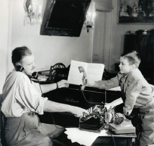 Сергей Михалков и его сын Никита .