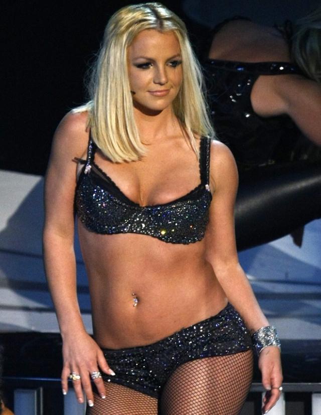 В 2007 году организаторы MTV Video Music Awards объявили о триумфальном возвращении Бритни на сцену. Сама певица к этому явно не подготовилась и во время выступления не попадала в фонограмму.