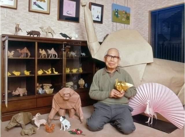 В 1937 году уволился с завода и начал заниматься исключительно оригами.