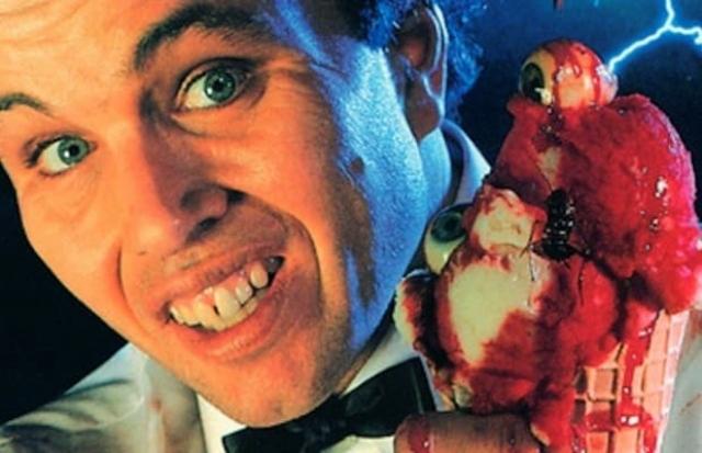 """Грегори Тьюдор из фильма """"Мороженщик"""" (1995). Размеренная и спокойная жизнь небольшого провинциального городка уходит в прошлое, уступая место холодному террору беспощадного маньяка… мороженщика."""