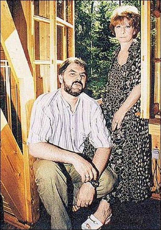 Была замужем за актером Малого театра Валерием Носиком, художником Б. П. Кочейшвили. Летом 2001 года зарегистрировала брак с московским фотографом Владимиром Персияниновым. Детей нет.