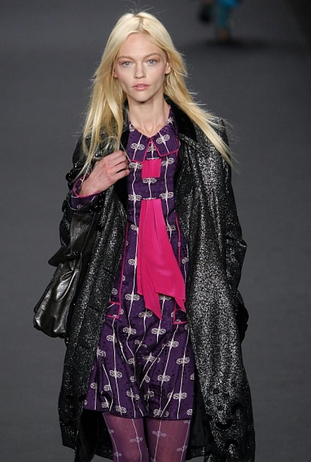 Саша принимала участие в показах новых коллекций Chanel, Alexander McQueen, Christian Dior, Calvin Klein, Donna Karan, Louis Vuitton, Marc Jacobs, Ralph Lauren, Valentino, была лицом косметики Giorgio Armani, а также представляла бренды Olay и Tiffany.