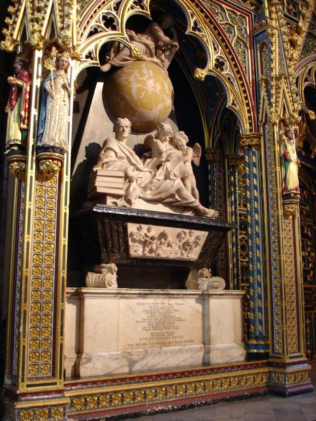 Сэр Исаак Ньютон был настолько посвящен науке при жизни, что даже по его надгробию это становится очевидно.
