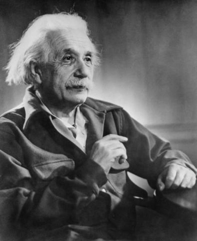 Альберт Эйнштейн. После того, как его первый брак с Милевой Марич распался, Эйнштейн открыто начал встречаться с Эльзой Ловенталь. Они были двоюродными сестрой и братом по материнской линии и троюродными по отцовской линии, но это не помешало их любви и они поженились в 1919 году после семи лет отношений.