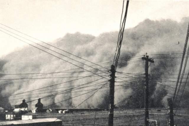 """""""Шторм Сатаны"""". В Копперле, штат Техас, США, 15 июня 1960 года произошло нечто феноменальное. На мирно спавший город ни с того ни с сего налетел со скоростью более 30 м/сек ветер, срывая крыши с домов."""