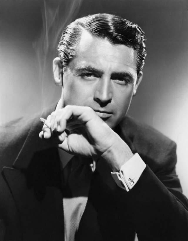 """Кэри Грант. Актер был шпионом не только в фильме Хичкока """"Дурная слава"""", но и в реальной жизни. По некоторым данным, он был одним из самых умелых охотников Голливуда на нацистов в годы Второй Мировой войны."""