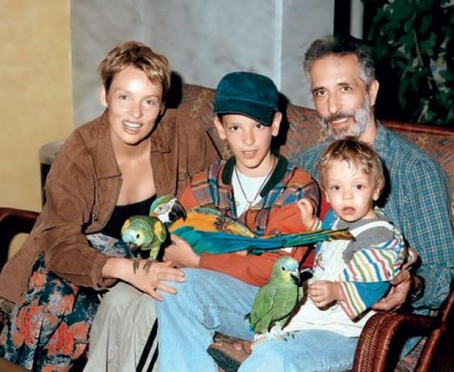 Жанна Эппле. Актриса и кинооператор Илья Фрэз прожили 17 лет. После развода он умудрился не только отсудить у экс-жены квартиру, но и выписать из нее собственных детей.