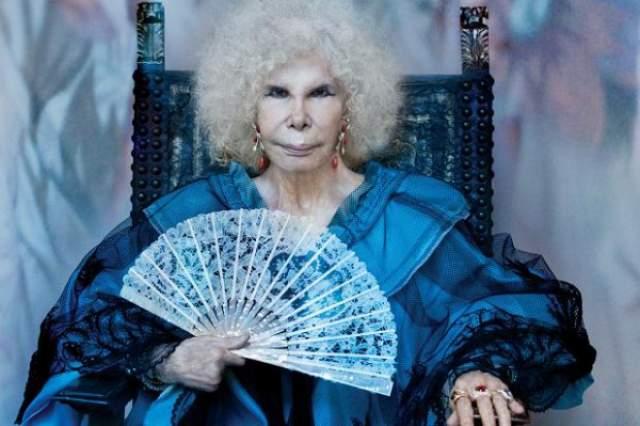 Герцогиня Альба скончалась в преклонном возрасте от пневмонии, но до смерти жила полной жизнью и даже вновь вышла замуж, несмотря на ужасающий внешний вид.