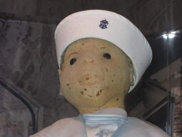 В середине 70-х годов Отто и его жена умерли, и в дом, где остался Роберт, переехали новые жильцы. Они утверждают, что время от времени слышат хихиканье, а лицо куклы сильно изменилось. В 1994-м году Роберт был передан в музей Ки-Уэста, и был помещен под стеклянную витрину, где его можно увидеть и сегодня.