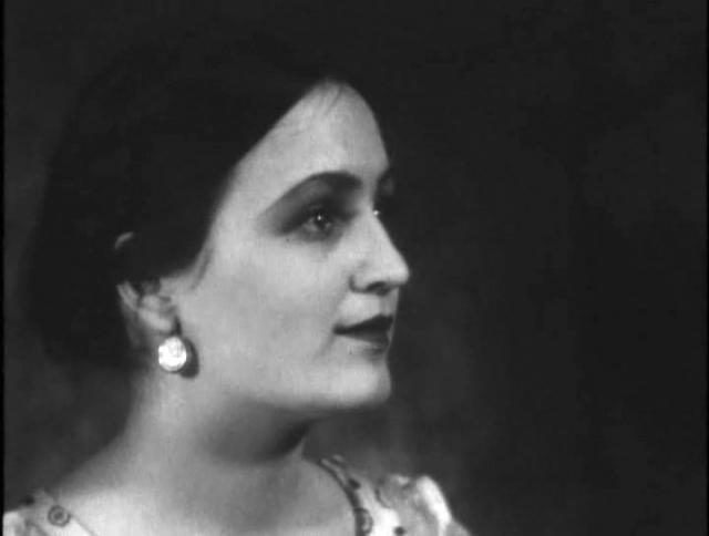 Целый 20 лет заслуженная артистка Кабардино-Балкарии проработала в Московском театре им. Маяковского.