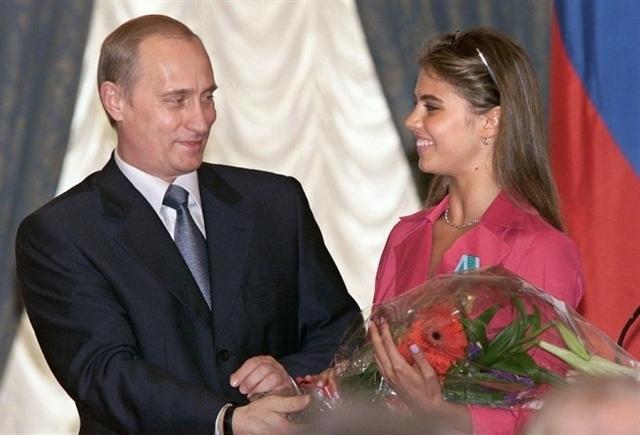 Говорилось даже о двух детях Кабаевой от Путина.