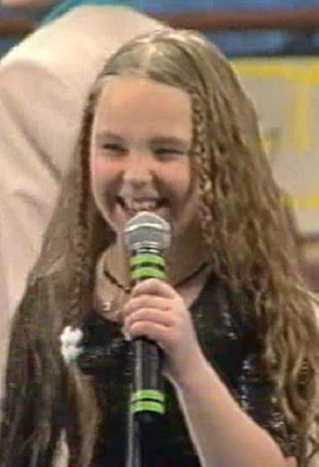 Пелагея. Впервые на сцену девочка вышла еще в четыре года, а потом мама записала ее в музыкальную школу родного Новосибирска, действующую при консерватории.