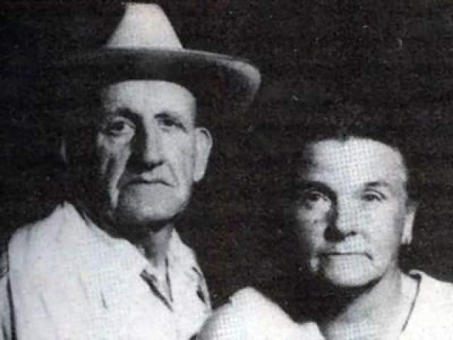 Фей и Рей Копленд В 1990 году Фей и рей Копленд стали самой старой парой в США, которую приговорили к смерти. 76-летнего Рея и 69-летнюю Фей обвинили в убийстве пяти человек. Пожилая пара покупала скот, чтобы перепродать его подороже и поделиться долей с первым владельцем.