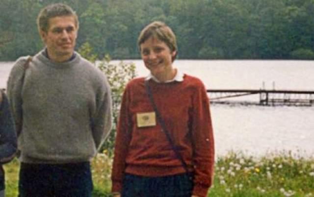 """Свою настоящую вторую половину женщина встретила в 1984 году. Избранником немецкой """"железной леди"""" стал химик Иоахим Зауэр. Официально свои отношения пара зарегистрировала в 1998-м. На фото: Меркель и Иоахим Зауэр"""