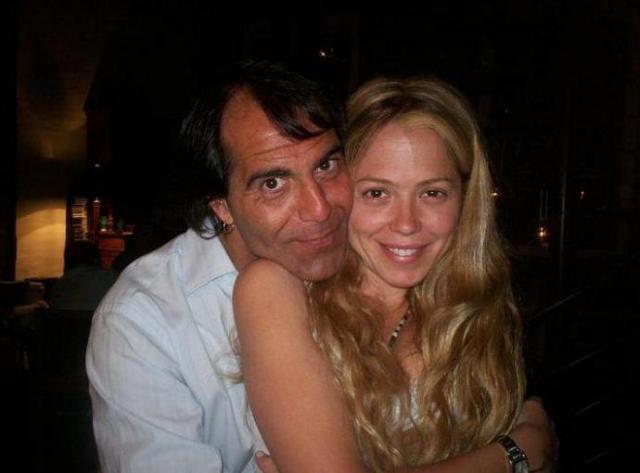 Актриса была замужем за известным аргентинским певцом Френсисом Чейни, в которого влюбилась маленькой девочкой, когда ей было всего 12 лет, а мужчине - 28. У них родились дочери-близнецы Макарена и Камила. Также они воспитывают четверых детей от первого брака Сильвестре.