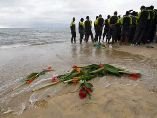 Тем не менее, команде пришлось урезать себя во всем, в том числе в транспортных расходах. Для полета на отборный матч чемпионата мира со сборной Сенегала в Дакаре команде пришлось арендовать самолет ВВС Замбии.