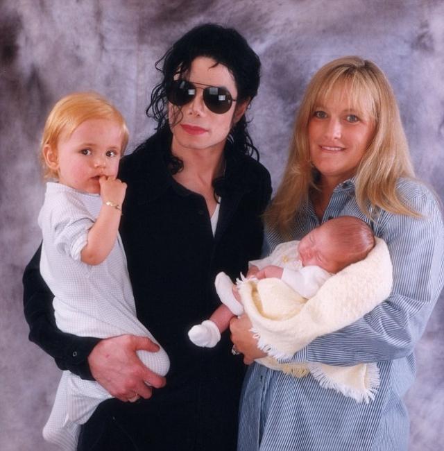 Второй сын - Принс Майкл Джексон II появился на свет от суррогатной матери, личность которой неизвестна.