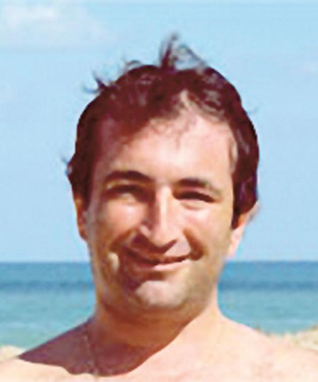После школы поступил в МАДИ, но не окончил его, уехал в Израиль.